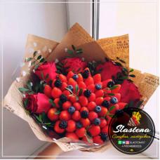 Букет из клубники и цветов - КБ54