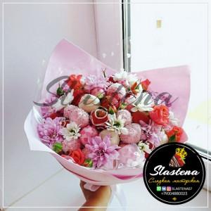 Букет из клубники и цветов - КБ22