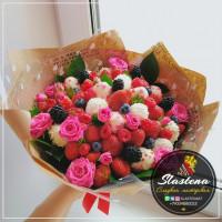 Букет из клубники и цветов - КБ26