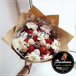 Букет из клубники и цветов - КБ29
