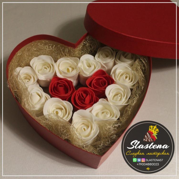 Съедобные розы артСР2 красные белые в сердце