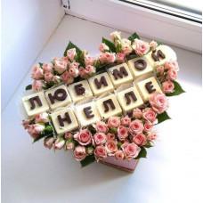 Шляпная коробочка из клубники и цветов ШП18