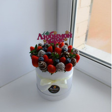 Шляпная коробочка из цветов и шоколада ШП21
